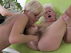 Horny Granny Gets Her Clunge Fin...